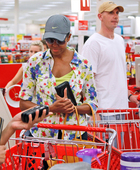 Preview_mrs_obama_shopping_at_target3_110929